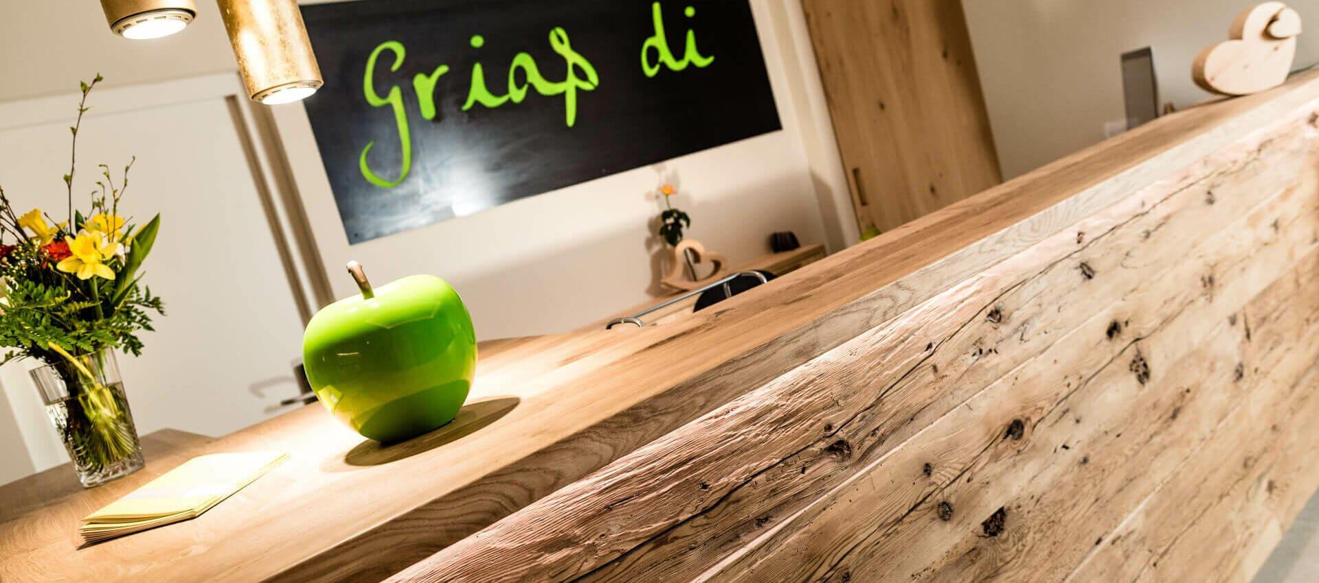 Rezeption 4 Sterne Hotel bei Meran Pfeiss - Lana - Südtirol