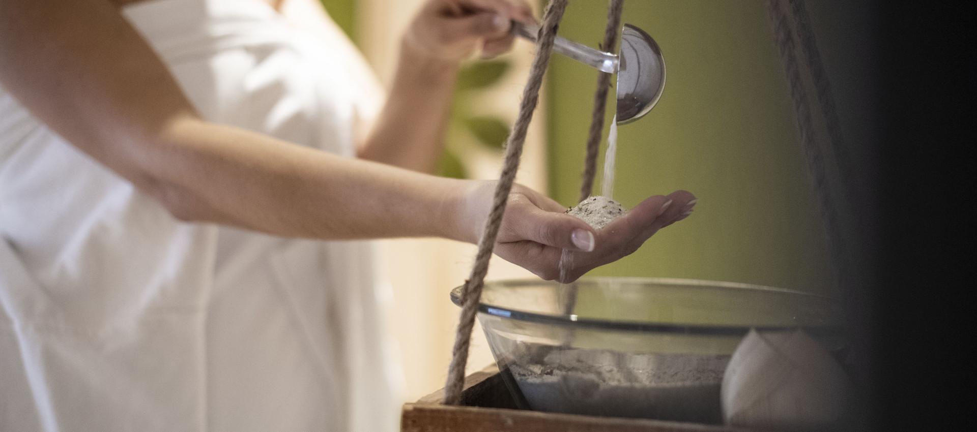 Saunaritual im Wellnesshotel Pfeiss in Lana bei Meran, Salzpeeling, Sauna, Hotel Pfeiss