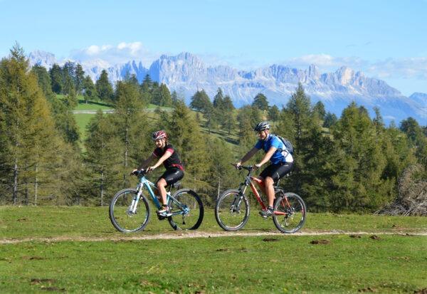 Radfahren in Südtirol, Panorama am Salten bei Meran, Urlaub in Lana, Hotel Meran