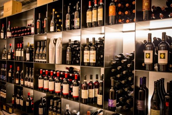 Weinhotel Pfeiss Weinkeller im Hotel Pfeiss bei Meran - Genuss in Lana - Südtirol